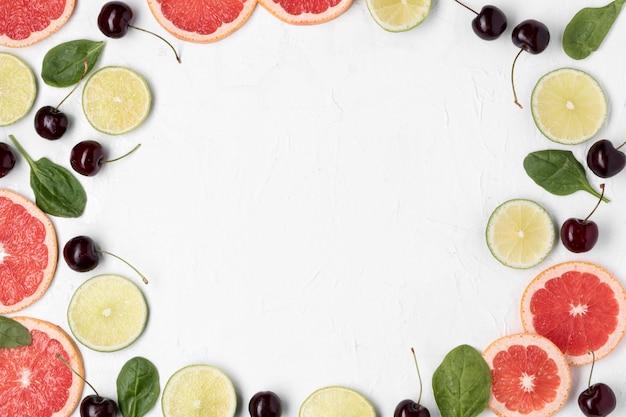 Draufsicht kreisförmiger rahmen mit früchten