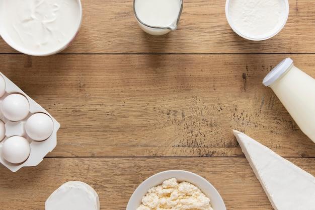 Draufsicht kreisförmiger rahmen mit milchprodukten