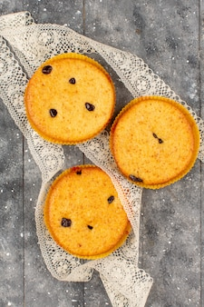 Draufsicht kuchen leckere süße runde auf dem grauen boden