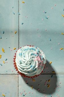 Draufsicht leckerer cupcake mit glasur