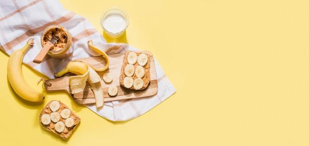 Draufsicht leckeres hausgemachtes frühstück mit kopierraum