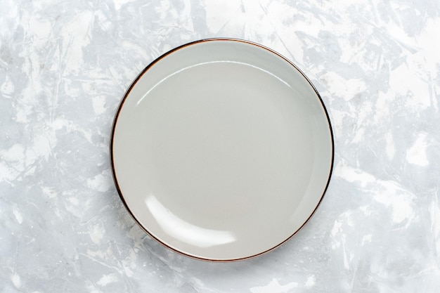 Draufsicht leere runde platte auf weißer oberfläche