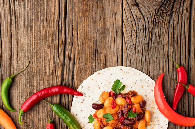 Draufsicht mexikanisches essen mit kopienraum