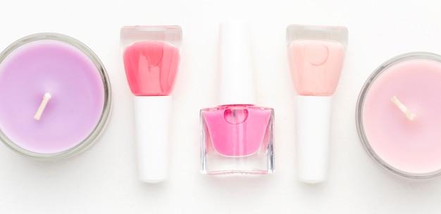 Draufsicht nagellack mit aromakerzen