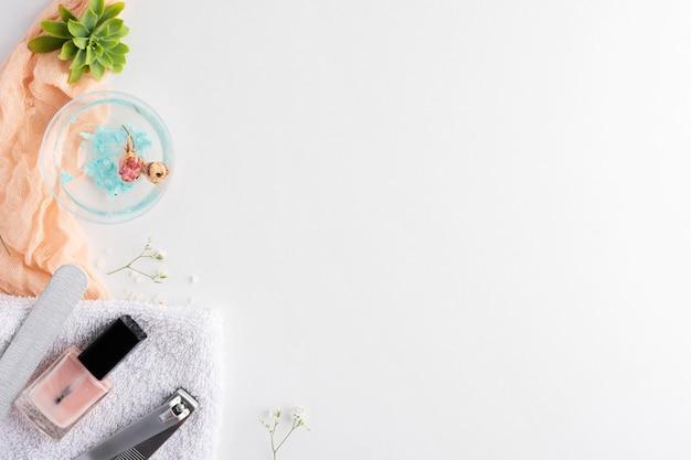 Draufsicht nagelpflegeelemente sortiment mit kopierraum