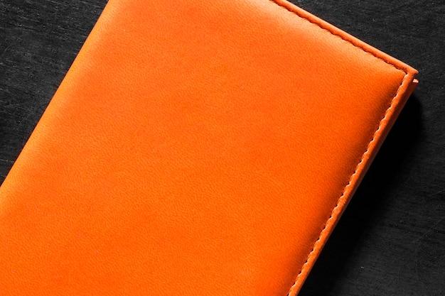 Draufsicht orange lederbrieftasche