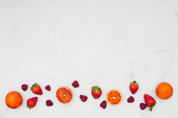 Draufsicht orangen- und erdbeerlinie