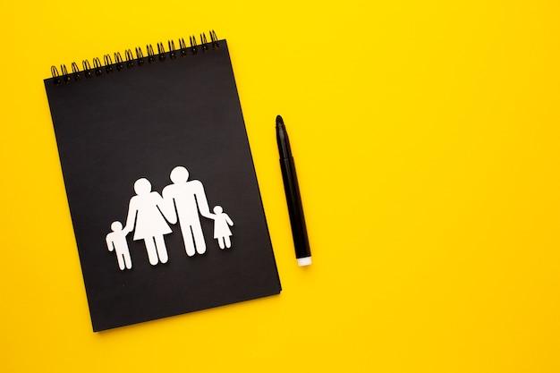 Draufsicht papierschnittfamilie mit kopierraum