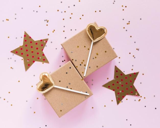 Draufsicht partyartikel mit kleinen sternen