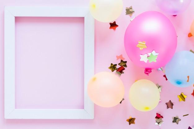 Draufsicht partyballons und rahmen