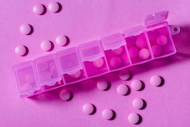 Draufsicht pillen in behältern