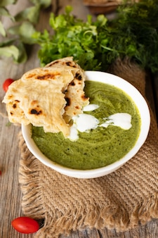 Draufsicht pita mit indischem traditionellem lebensmittel