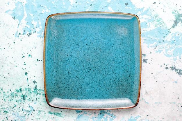 Draufsicht quadratische platte blau gefärbt leer auf hellblauer oberfläche platte glasfarbe lebensmittel