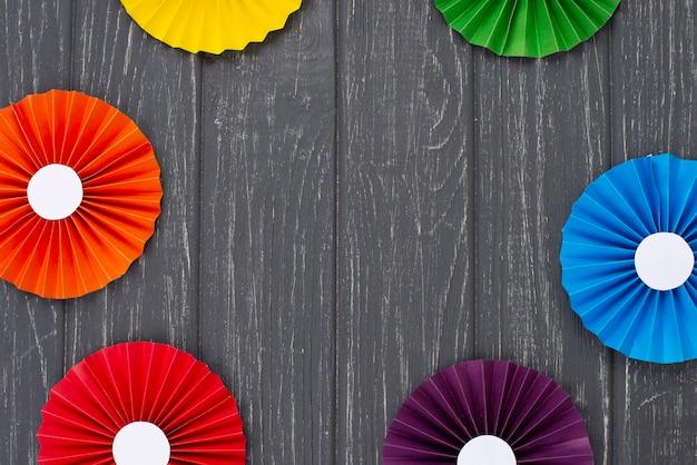Draufsicht regenbogenpapier origami