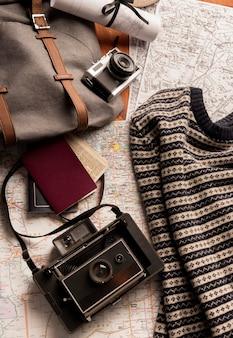 Draufsicht-reisekonzept mit rucksack