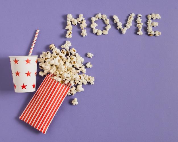 Draufsicht saft und popcorn