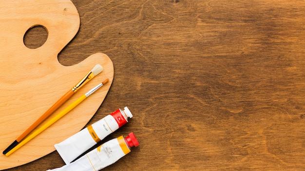 Draufsicht saubere farbpalette und pinsel