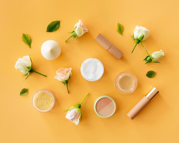 Draufsicht schönheitskosmetik mit rosen