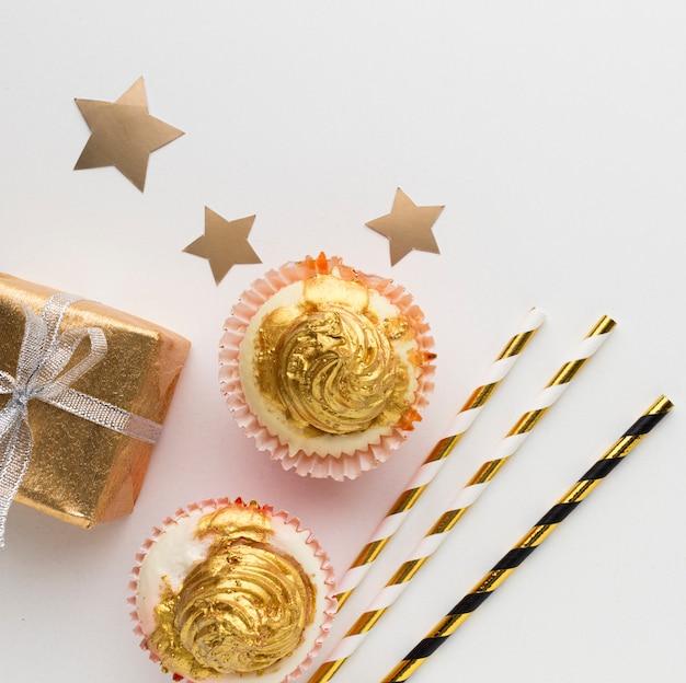Draufsicht schokolade und geschenk