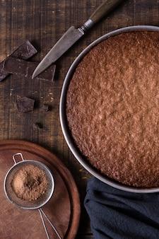 Draufsicht schokoladenkuchen bereit, serviert zu werden