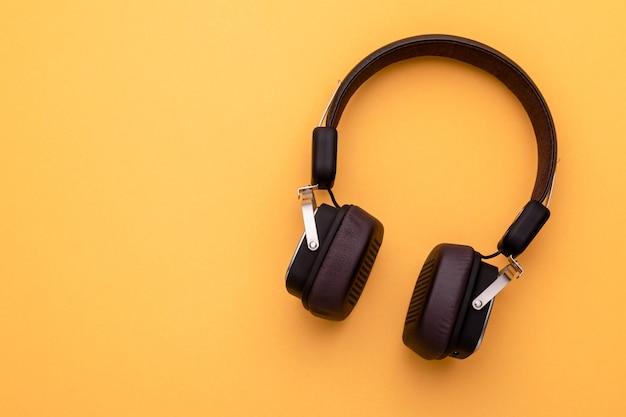 Draufsicht schwarzer kopfhörer oder headset.