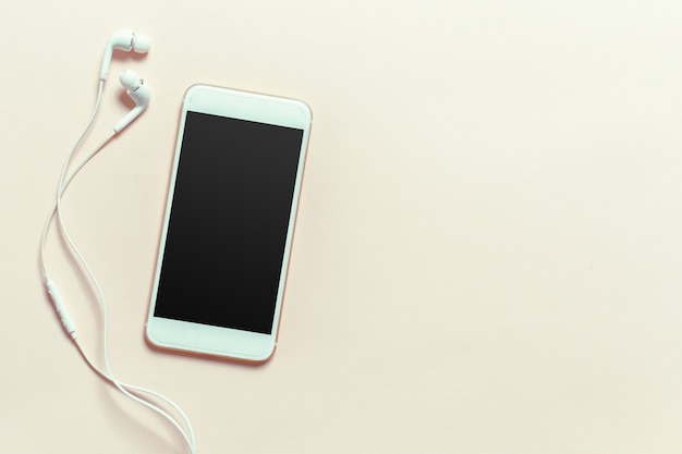 Draufsicht smartphonespott herauf schablone mit schwarzem schirm