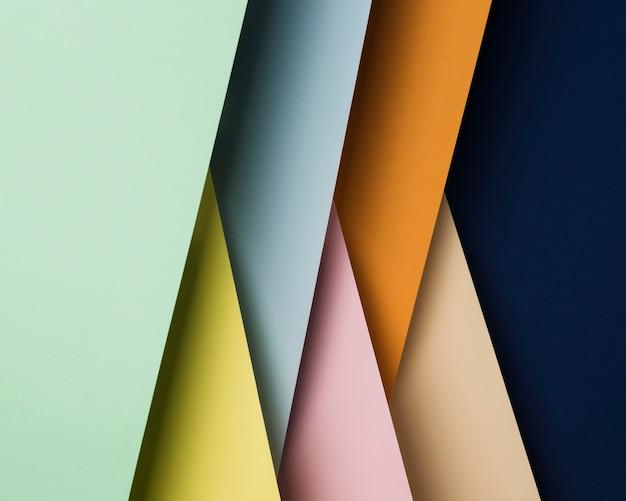 Draufsicht-sortiment von mehrfarbigen papierblättern