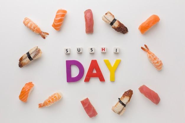 Draufsicht-sortiment von sushi auf dem tisch