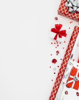Draufsicht-sortiment von verpackten geschenken mit kopienraum