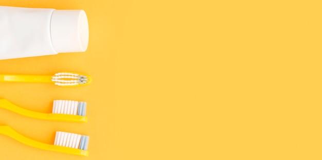 Draufsicht sortiment von zahnbürsten mit kopierraum