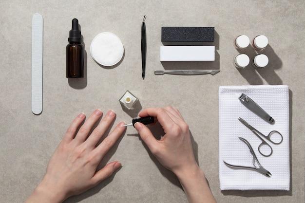 Draufsicht stillleben zusammensetzung von nagelpflegeprodukten