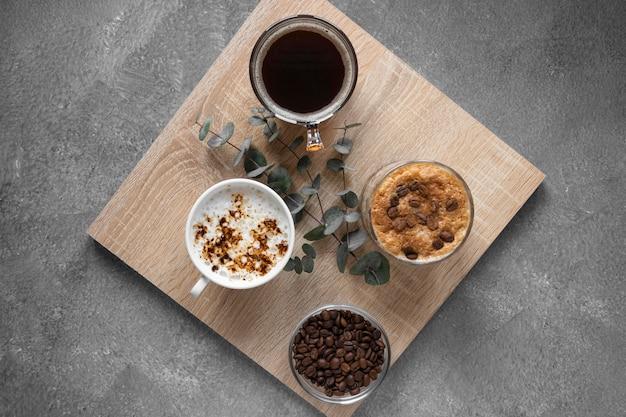 Draufsicht tassen kaffee auf tisch