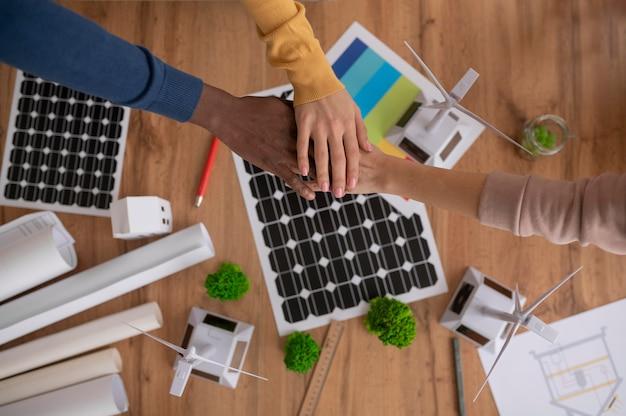 Draufsicht teamwork für umweltprojekt