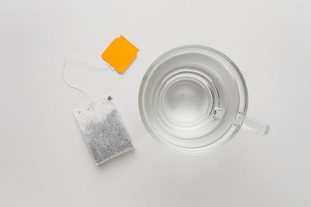 Draufsicht tee und heißes wasser