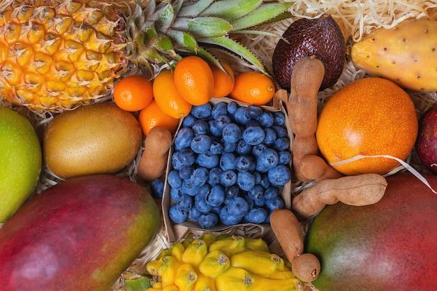 Draufsicht tropische früchte