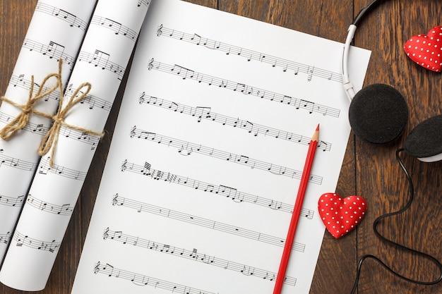 Draufsicht-valentinsgrußtagesliebeslied-musikhintergrund und -dekorationen.