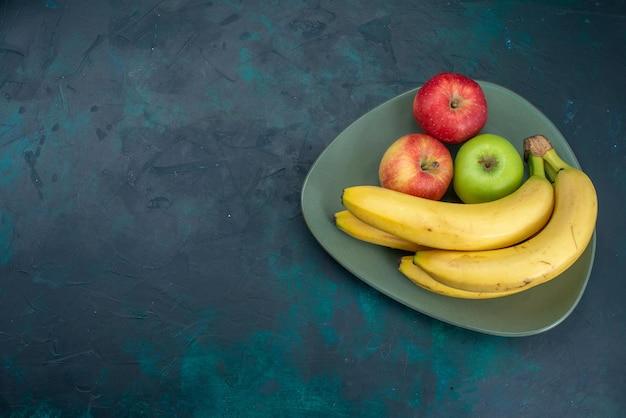 Draufsicht verschiedene fruchtzusammensetzung äpfel und bananen auf dem dunkelblauen schreibtisch