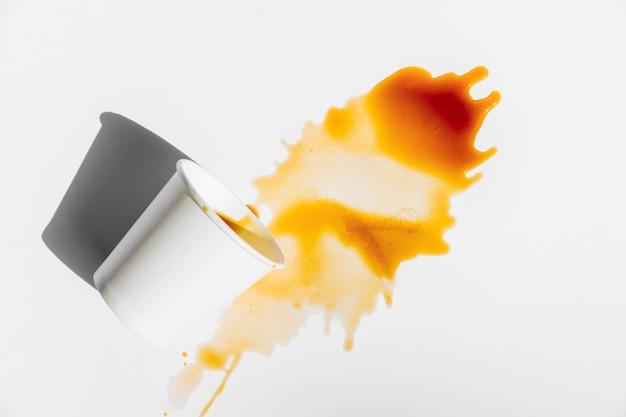 Draufsicht verschütteten kaffee