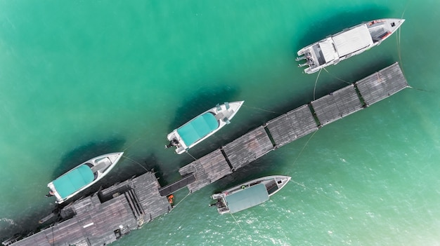 Draufsicht vom himmel des bootsjachthafens.
