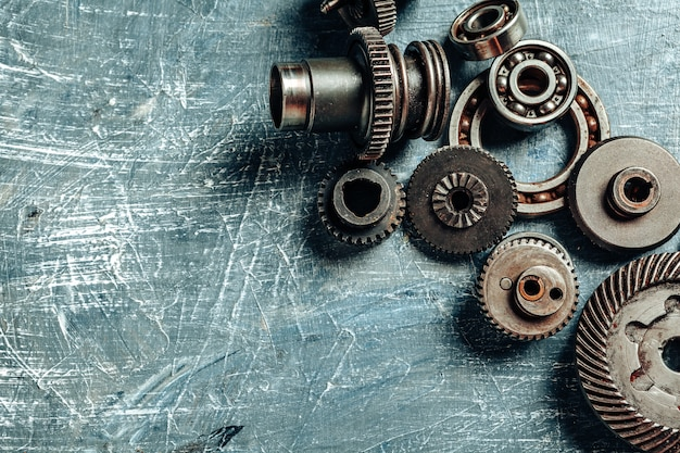 Draufsicht von alten rostigen autoteilen