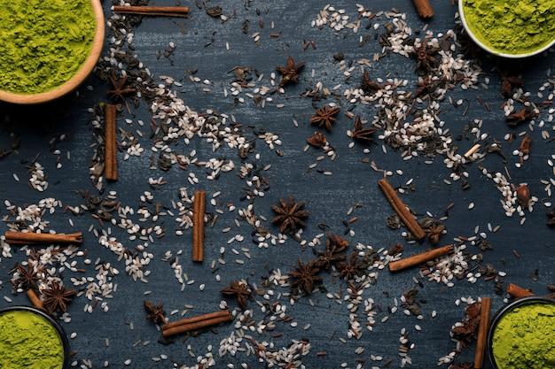 Draufsicht von asiatischen tee matcha bestandteilen