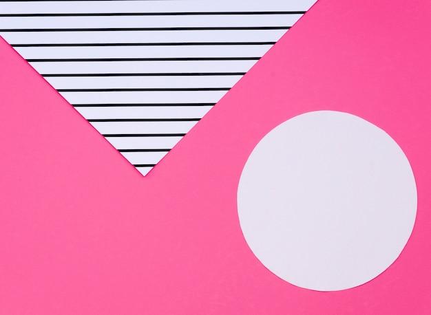Draufsicht von bunten geometrischen papierformen
