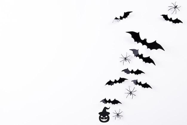 Draufsicht von halloween-handwerk auf weißem hintergrund, halloween.