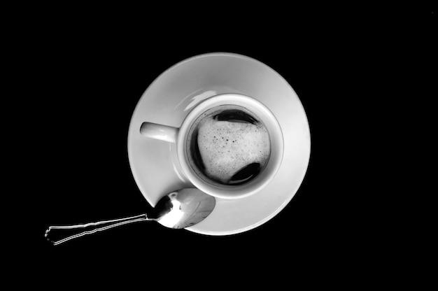 Draufsicht von kaffee auf schwarzem