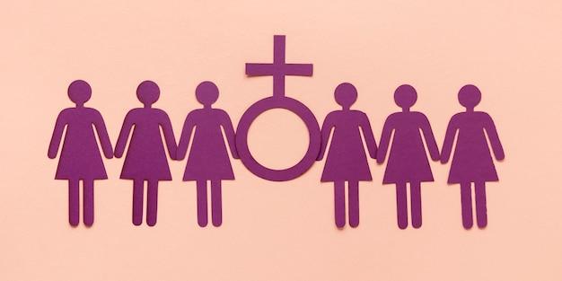 Draufsicht von papierfrauen mit weiblichem symbol für frauentag