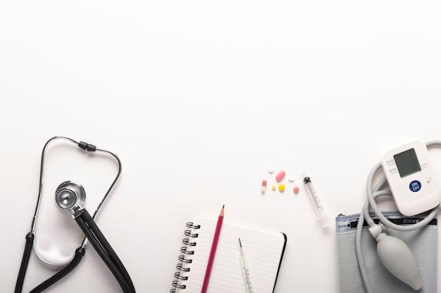 Draufsicht von stethoskopen