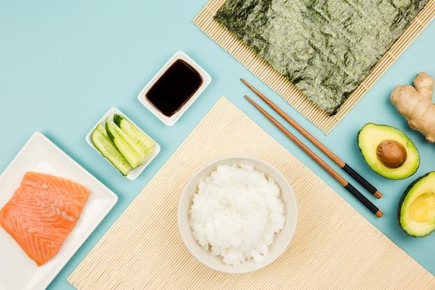 Draufsicht von sushi-zutaten
