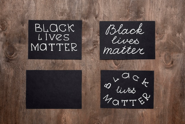 Draufsicht von vier schwarzen lebensmateriekarten Premium Fotos