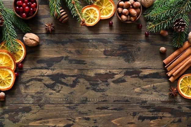 Draufsicht weihnachtsdekoration und zutaten zum kochen