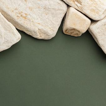 Draufsicht weiße steinsammlung mit kopienraum